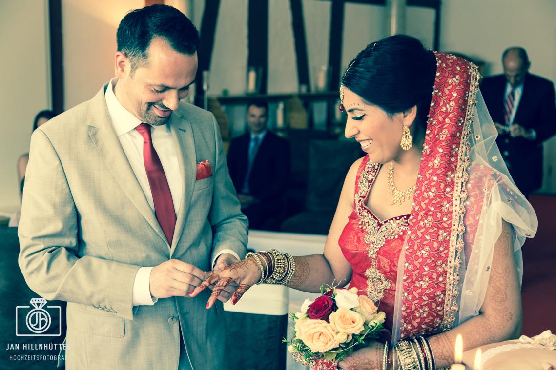 Bollywood-Hochzeit-Ring-anstecken-Jorans-Untermuehle-Koengernheim