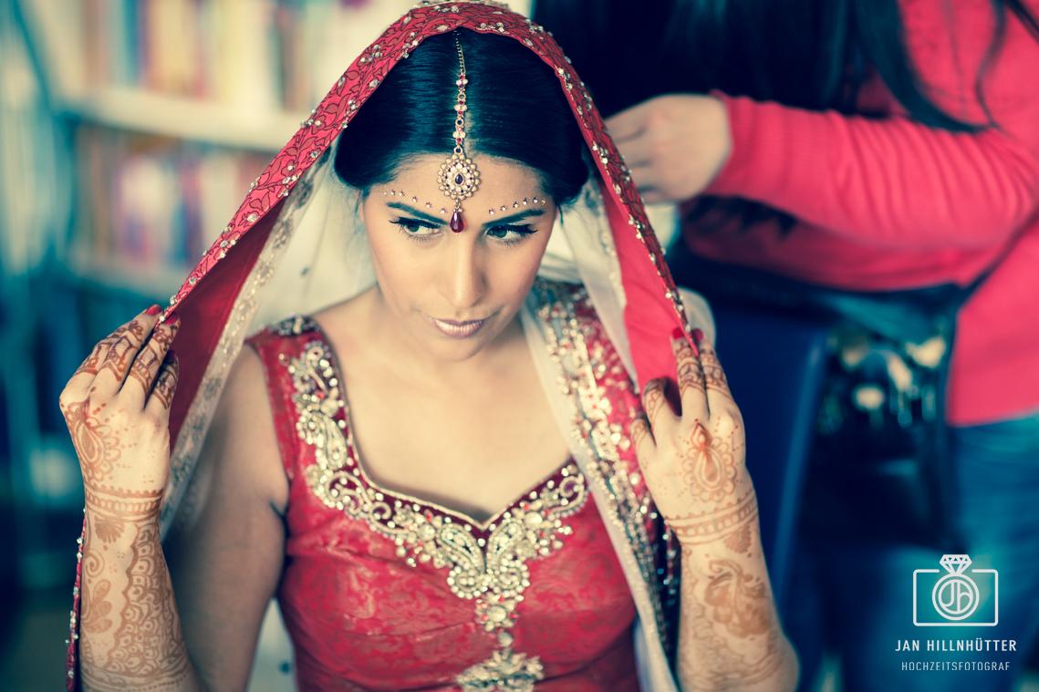 Deutsch-indische-Braut-Bollywood-Hochzeit-Henna-Tattoo-Schmuck-Schleier