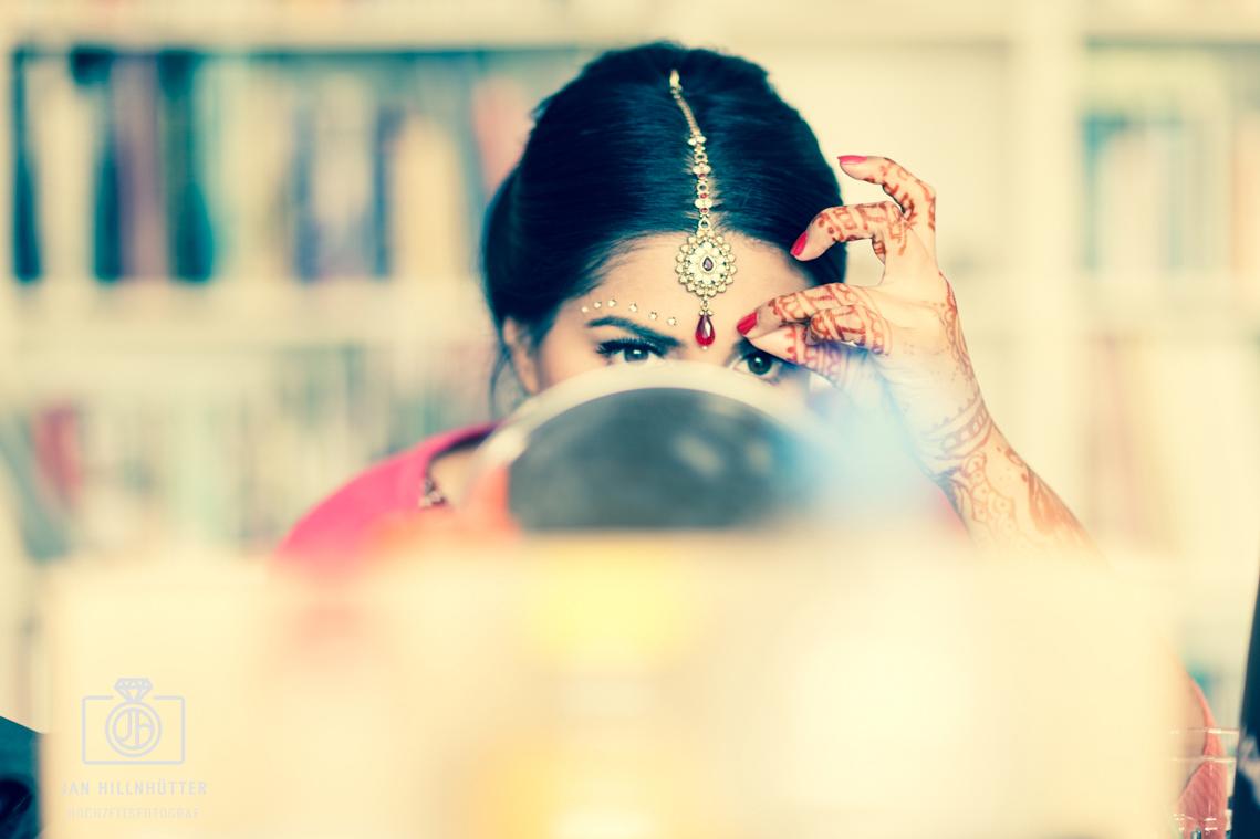 Portrait-Bollywood-Braut-Henna-Tattoo