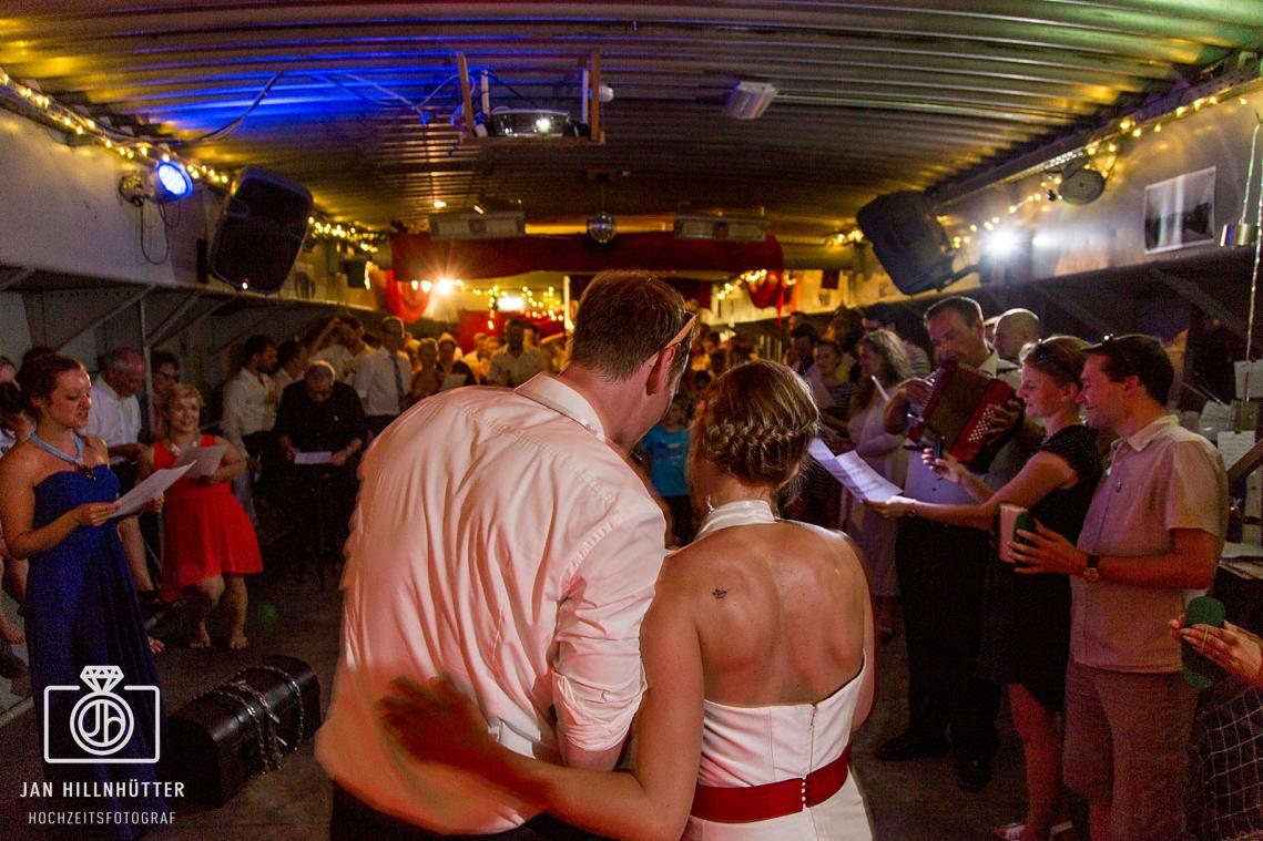 Schiffshochzeit-Dortmund-Herr-Walter-Partyschiff-Hochzeitsparty