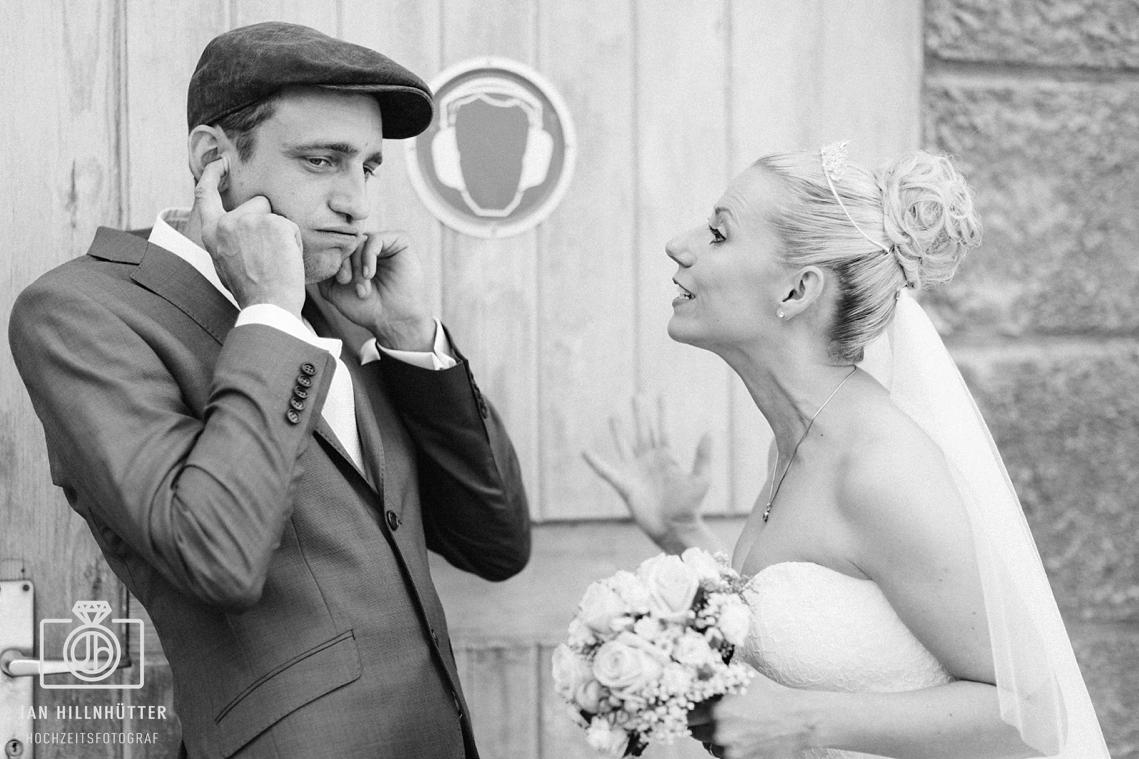 Lustiges-ausgefallenes-Vintage-Hochzeitspaar-Hochzeitsfoto