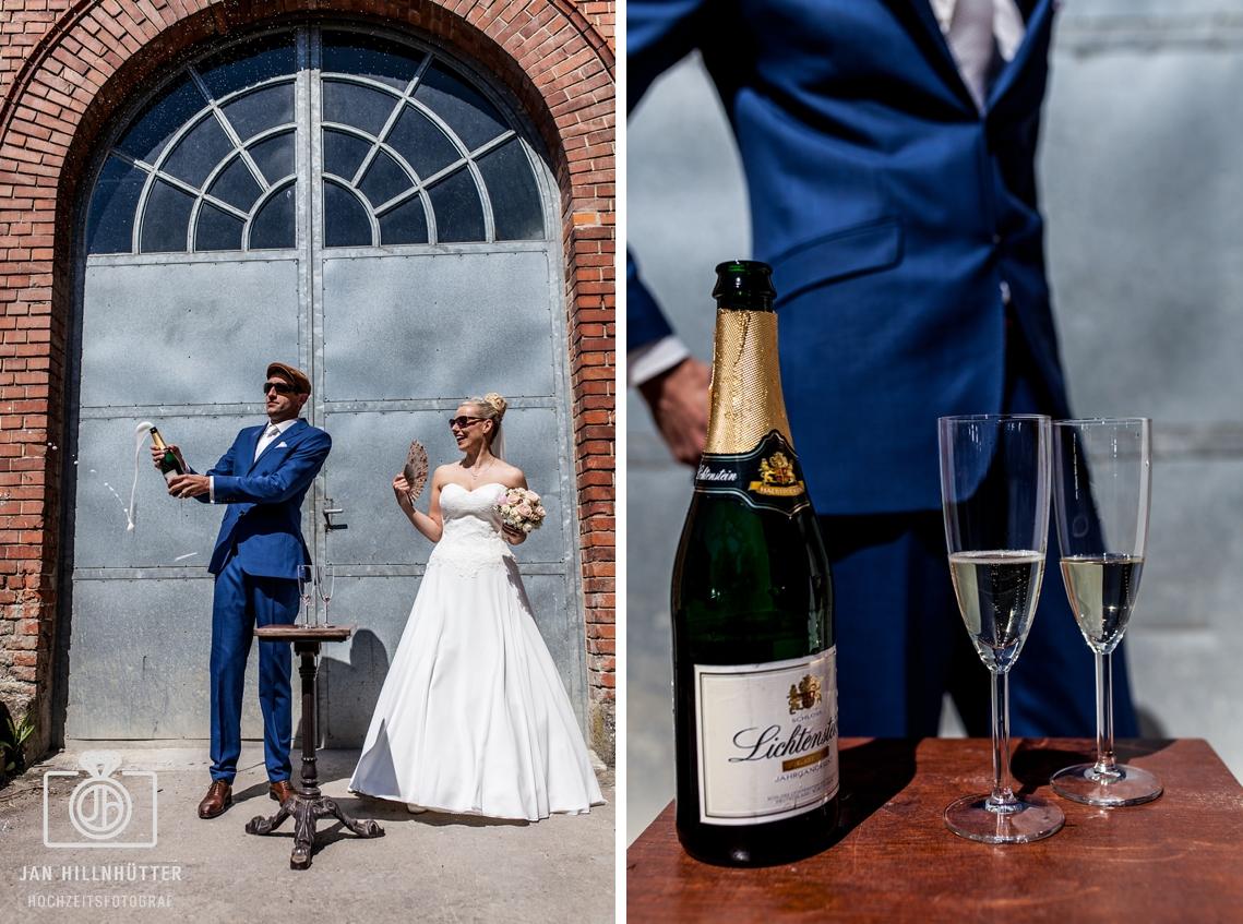 Sekt-Vintage-Hochzeitspaar-lustig