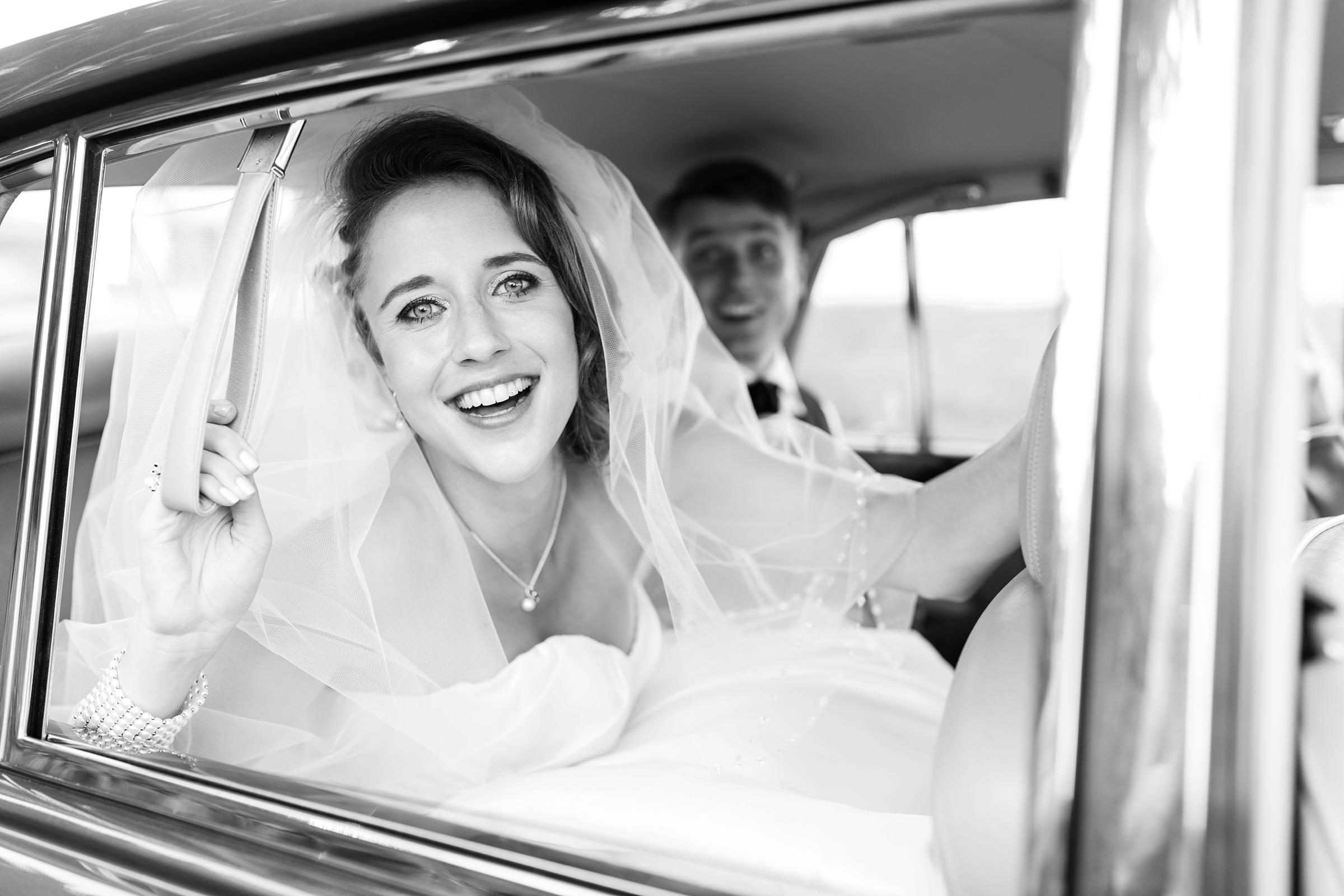 Hochzeitsfotograf-Zuerich-Brautportrait-SW-Rolls-Royce
