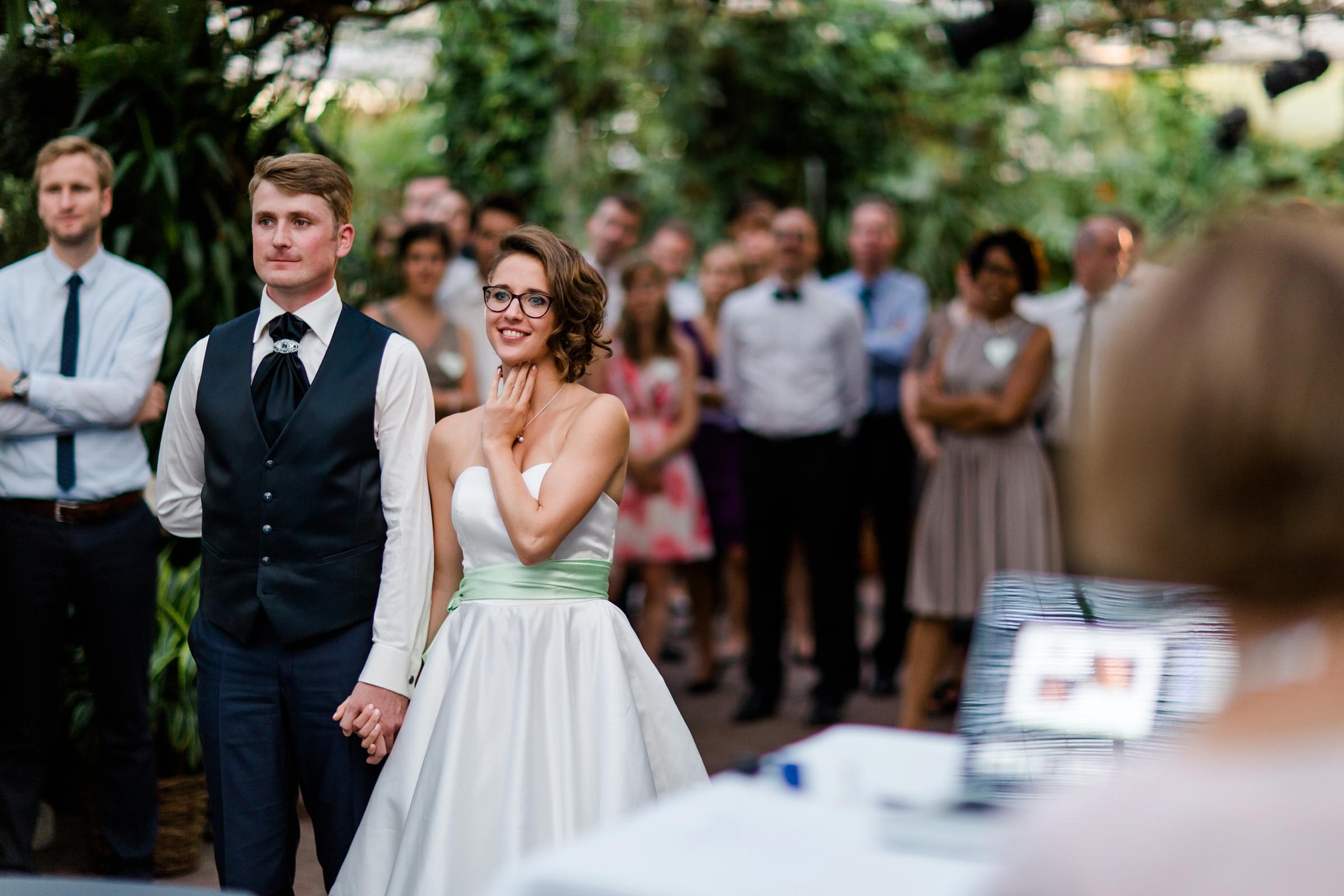 Hochzeitsfotograf-Zuerich-Giardino-Verde-Brautpaar-Filmvorfuehrung