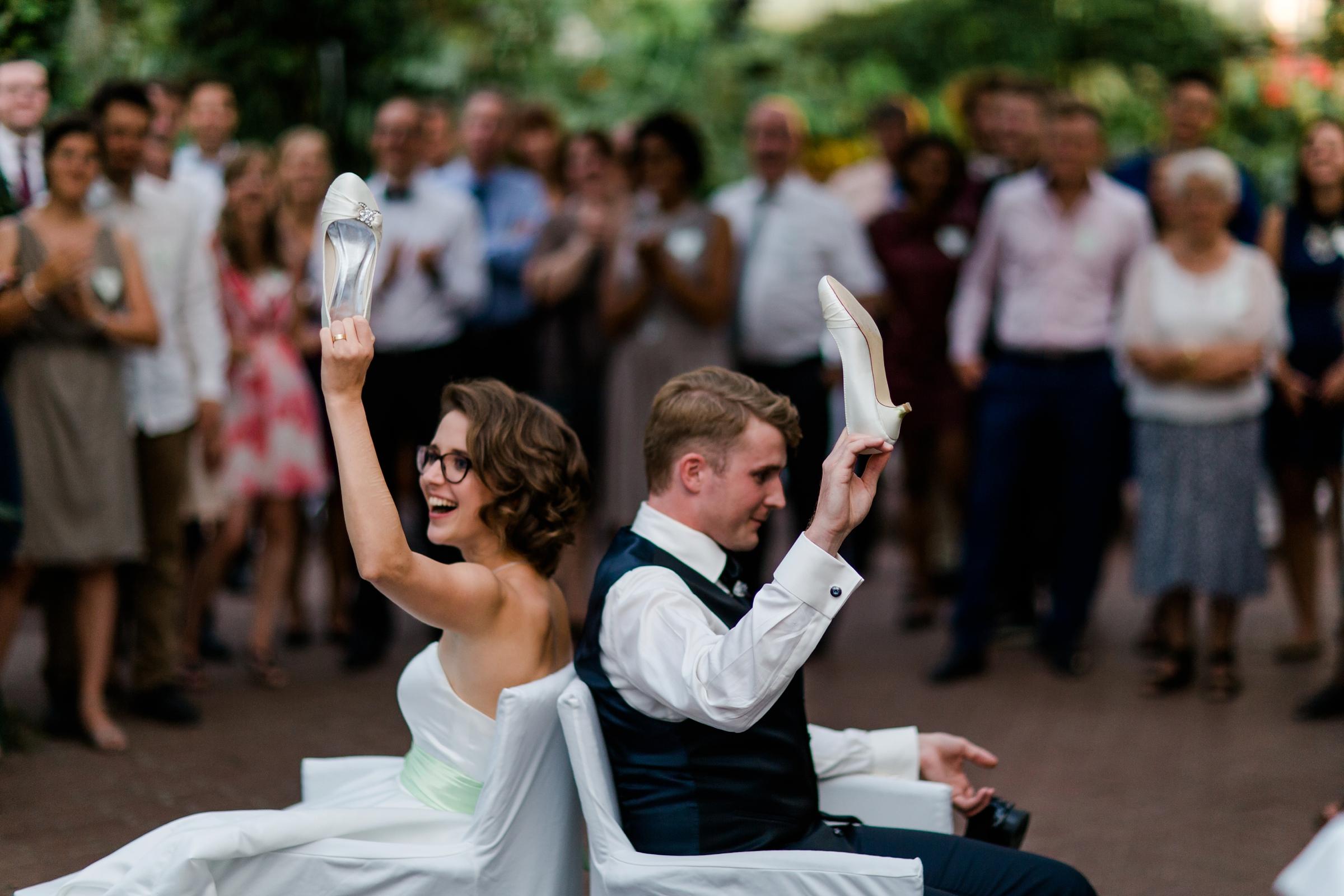 Hochzeitsfotograf-Zuerich-Spiele-mit-Brautpaar