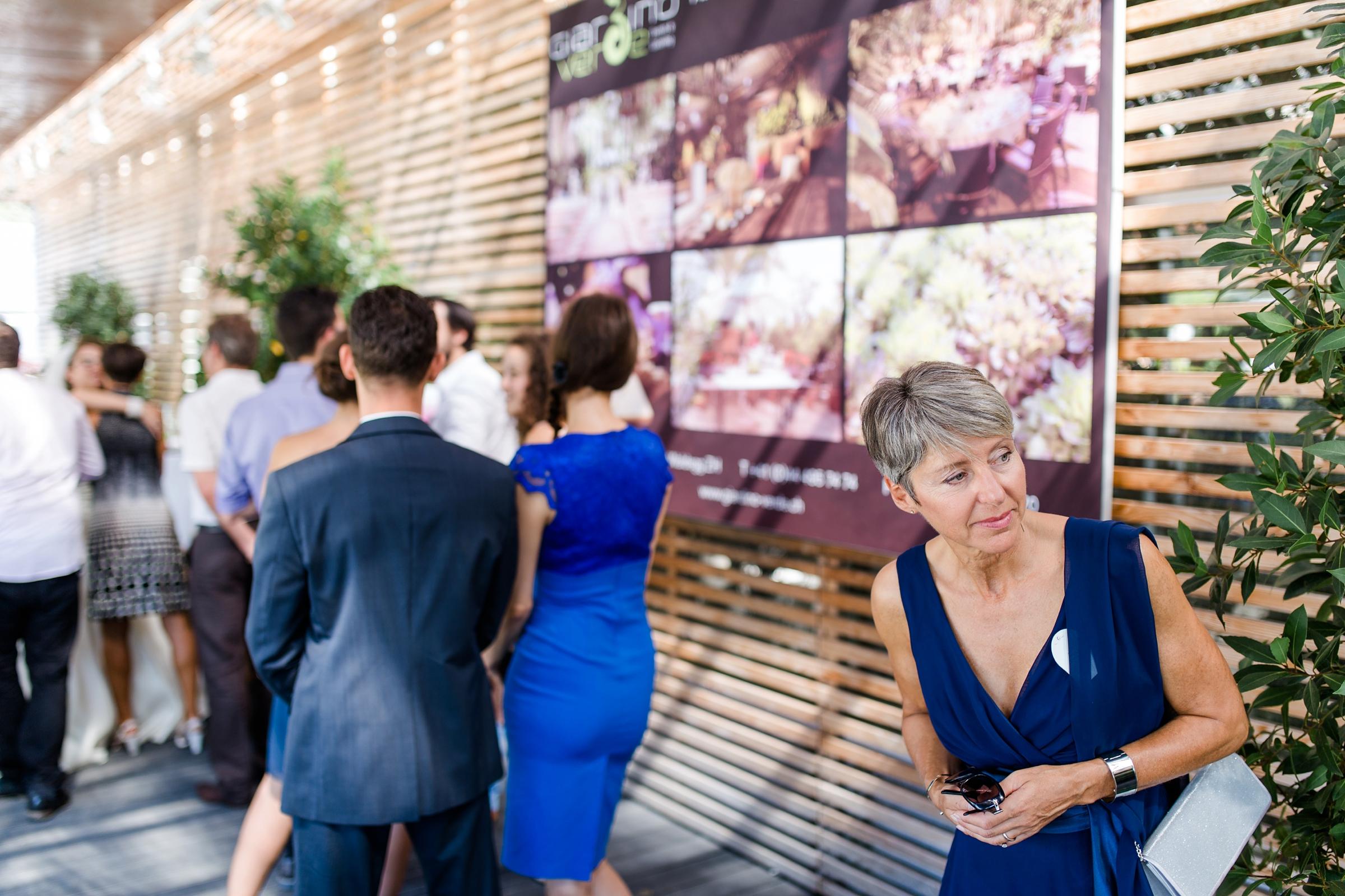 Hochzeitsreportage-Zuerich-Gaeste-gratulieren-Giardino-Verde-Uitikon