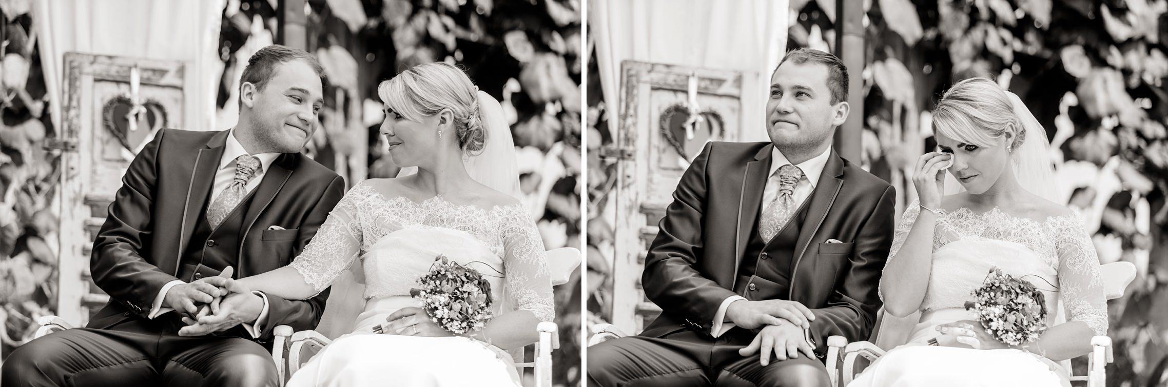 Die Braut wird von ihren Emotionen während der Freien Trauung übermannt und kann kaum ihre Tränen zurückhalten.