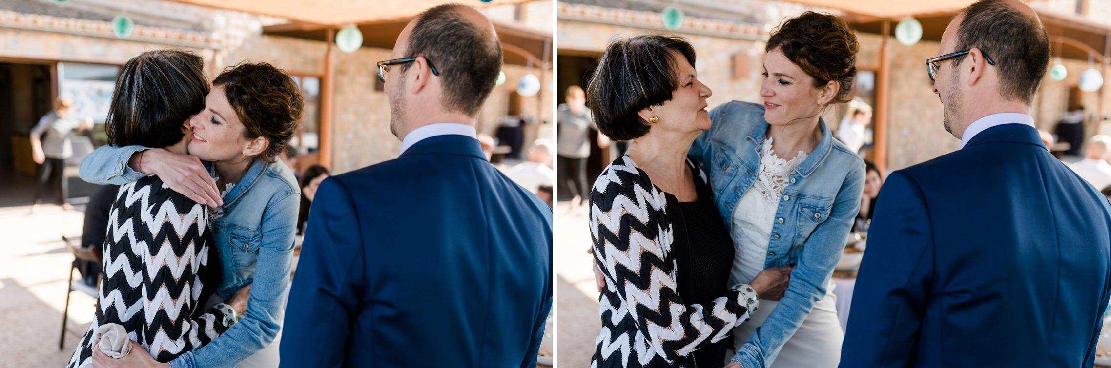 Die Braut bedankt sich bei ihrer Mutter auf der Finca-Hochzeit