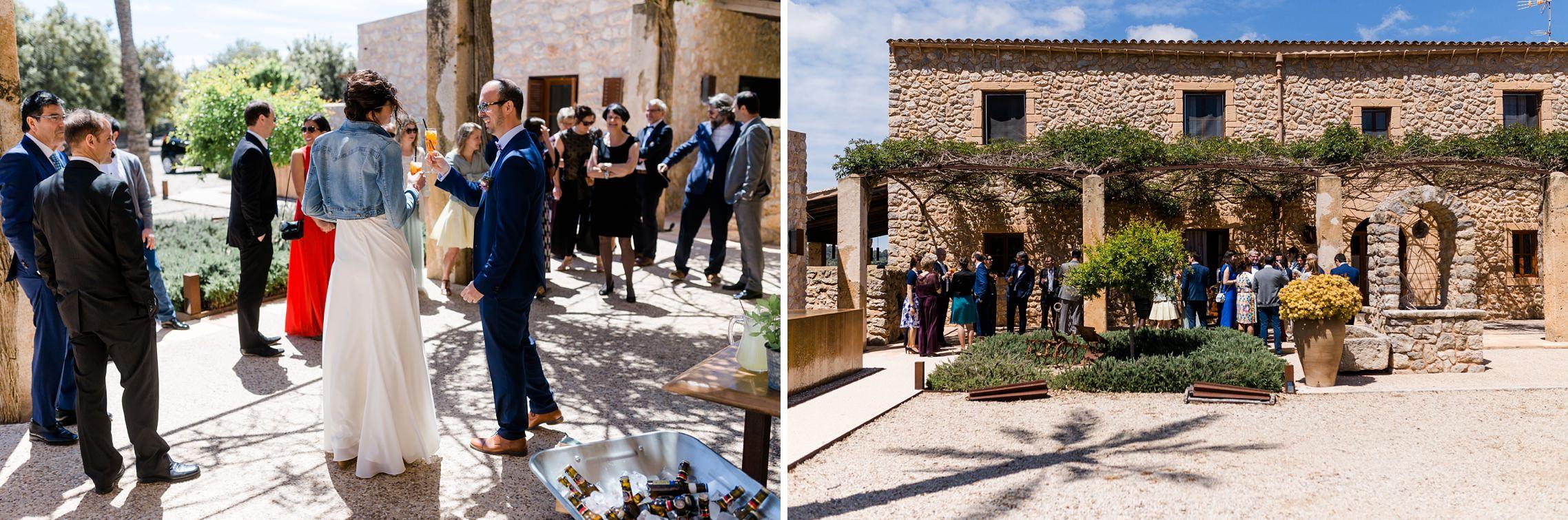 Das Hochzeitspaar begrüßt seine Gäste auf der Finca-Hochzeit