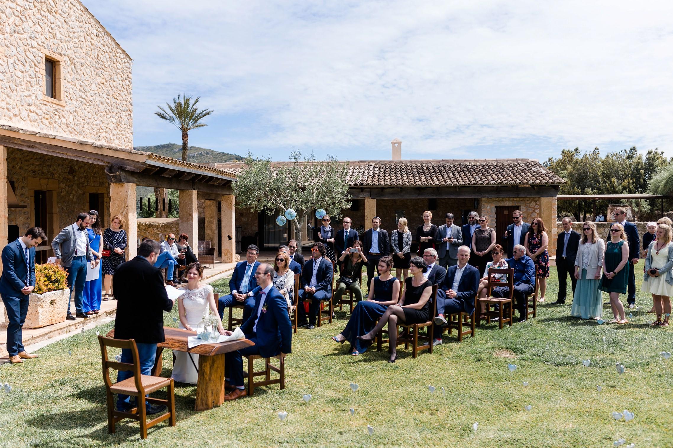 Trau-Zeremonie im Garten der Finca Sa Vinyassa auf Mallorca