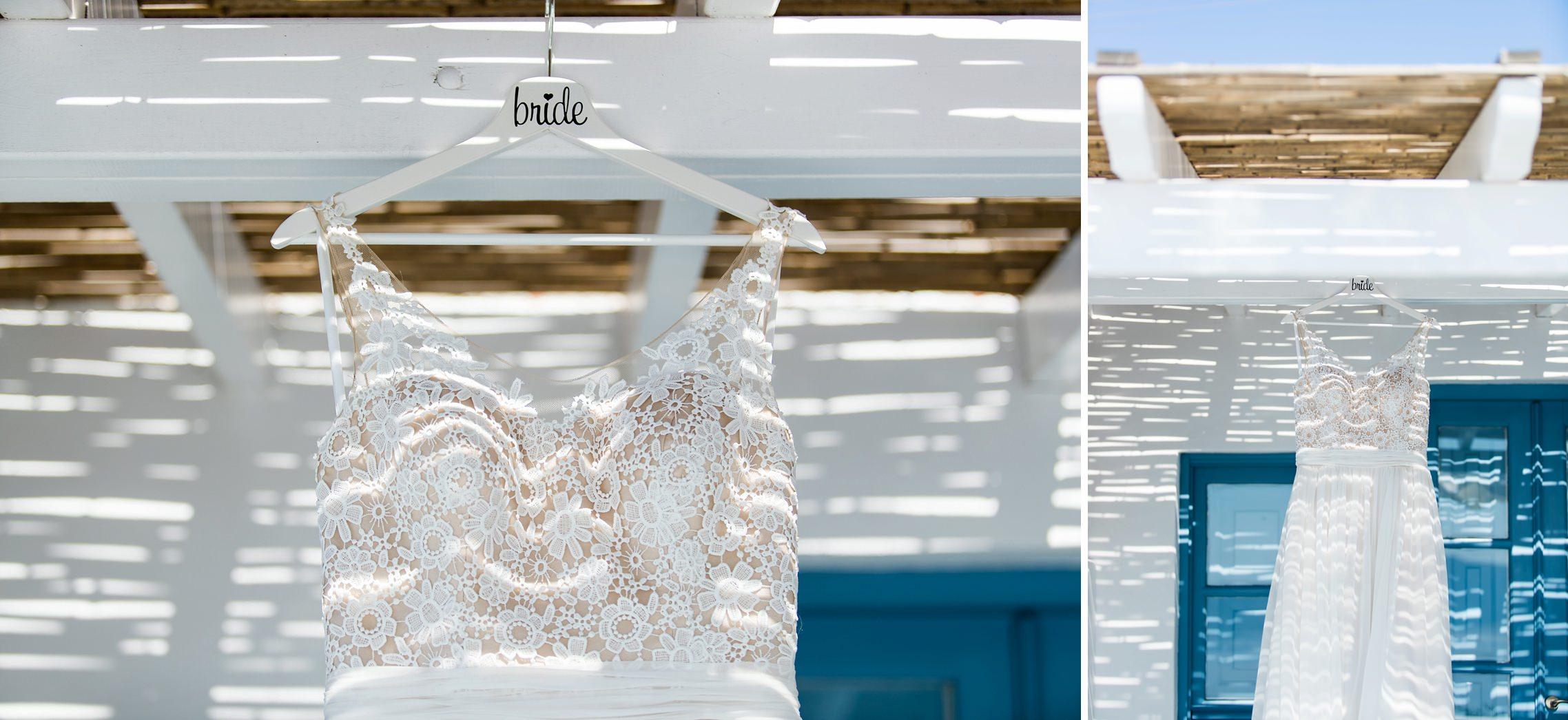 After-Wedding-Shooting Santorini: Das Brautkleid hängt unter dem Strohdach der Appartment-Terrasse.