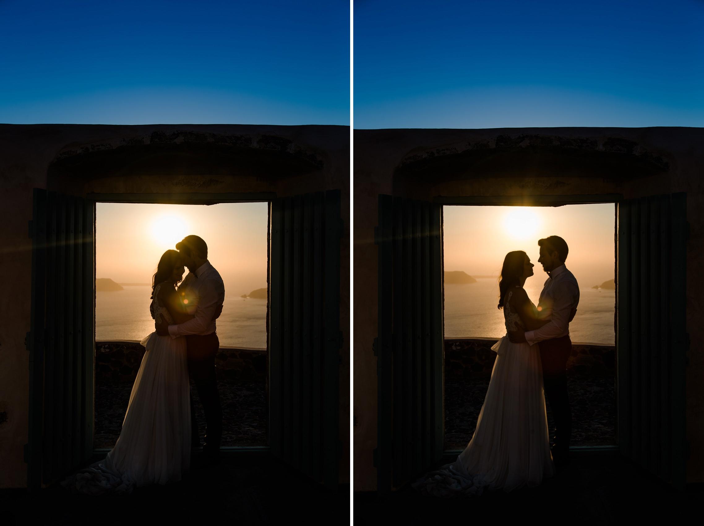 Hochzeitspaar auf Santorini im Gegenlicht.