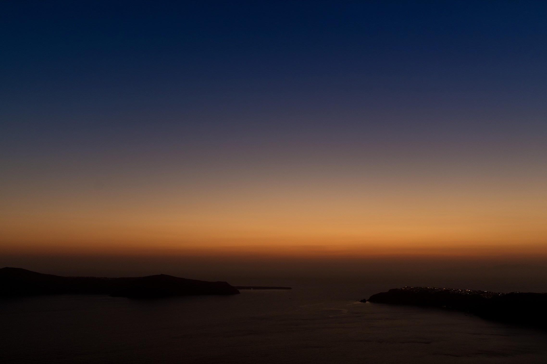 Kurz nach Sonnenuntergang - blaue Stunde auf Santorini.