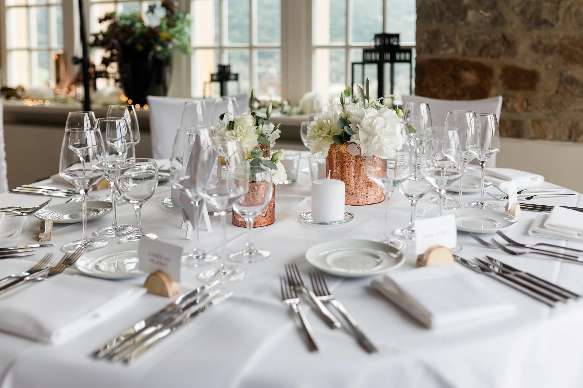 Details der Tischdeko bei einer Hochzeitsfeier im Gut Hermannsberg.