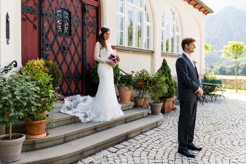 First Look Hochzeitsreportage - Braut und Bräutigam sehen sich zum ersten Mal
